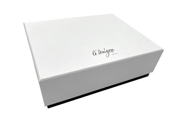 white black F 600x450 - Boxes